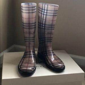 Burberry Rain Boots - Haymarket print